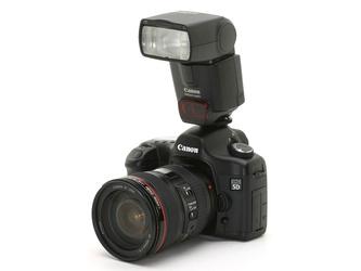 Компания Canon представила камеру, относящуюся к новому поколению цифровых зеркальных фотоаппаратов.