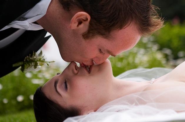 Постановочная и репортажная съемка в свадебной фотографии