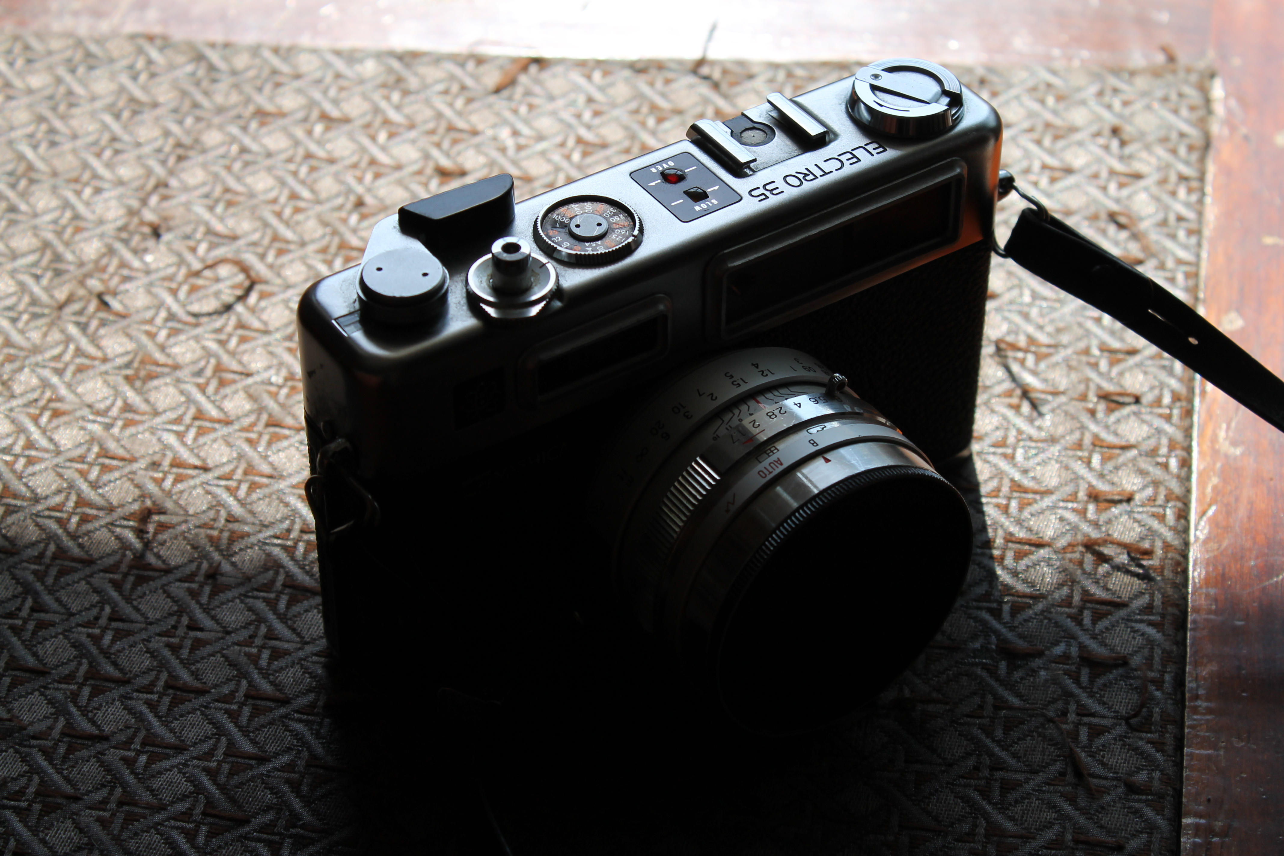 how to turn live voiew on canon eos