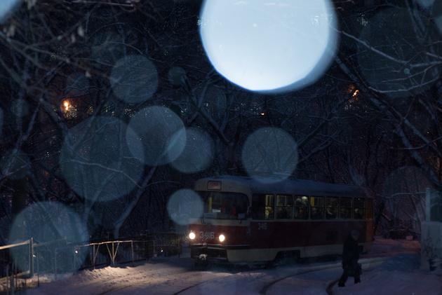 Как фотографировать снег: какие настройки фотоаппарата ...: http://prophotos.ru/lessons/16561-zimnie-tramvai-snimaem-v-snegopad