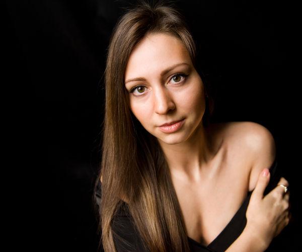 Ретушь женского портрета по технике Dodge&Burn: метод кривых