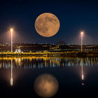 Full moon at the bay area © Stratos Gazas